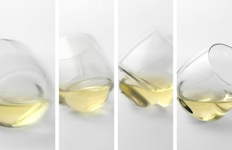 Saturn wine glass 900x581 5 Stemless Drinking Glasses for Your Chic Home Bar