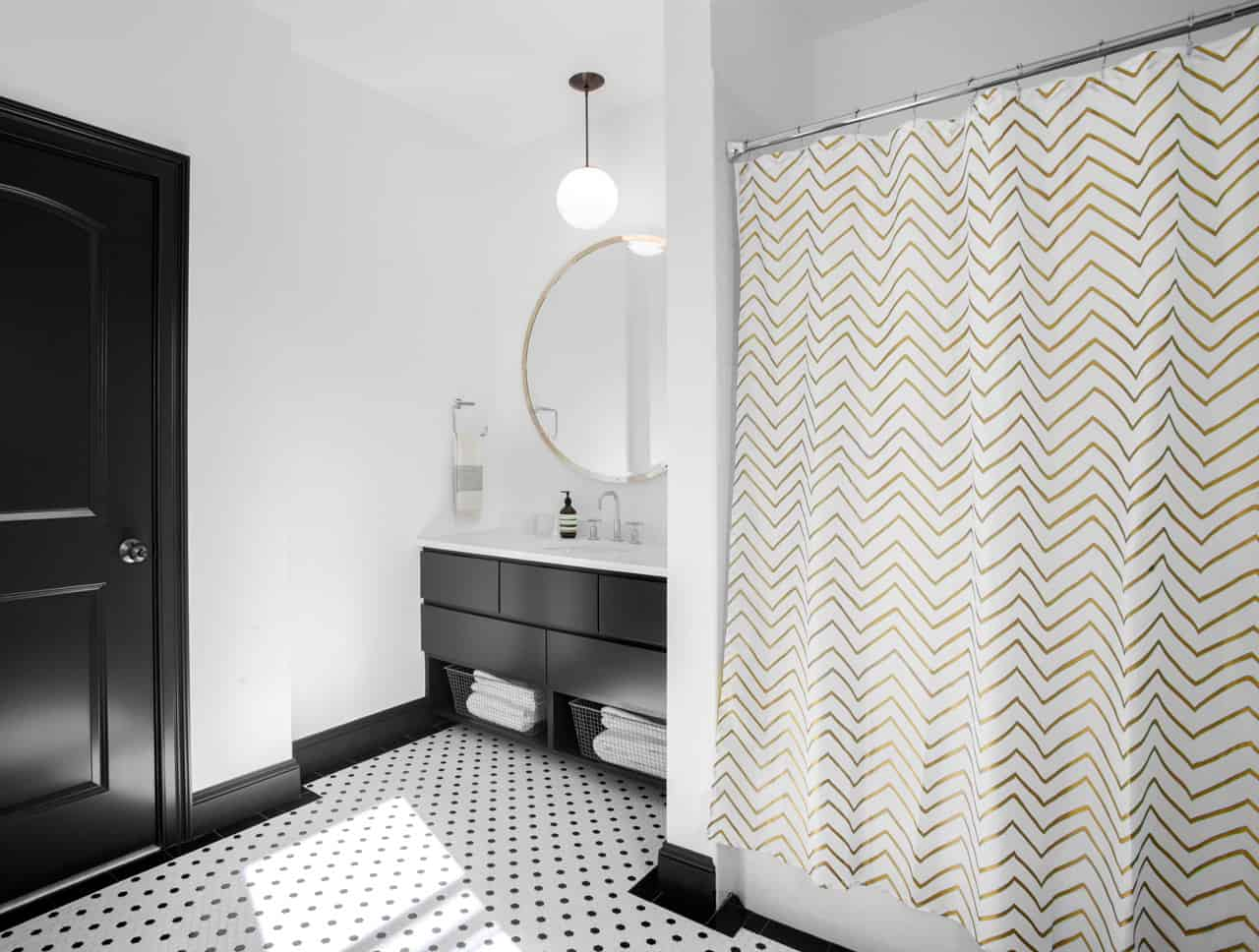 simple-patterns-decorate-another-bathroom