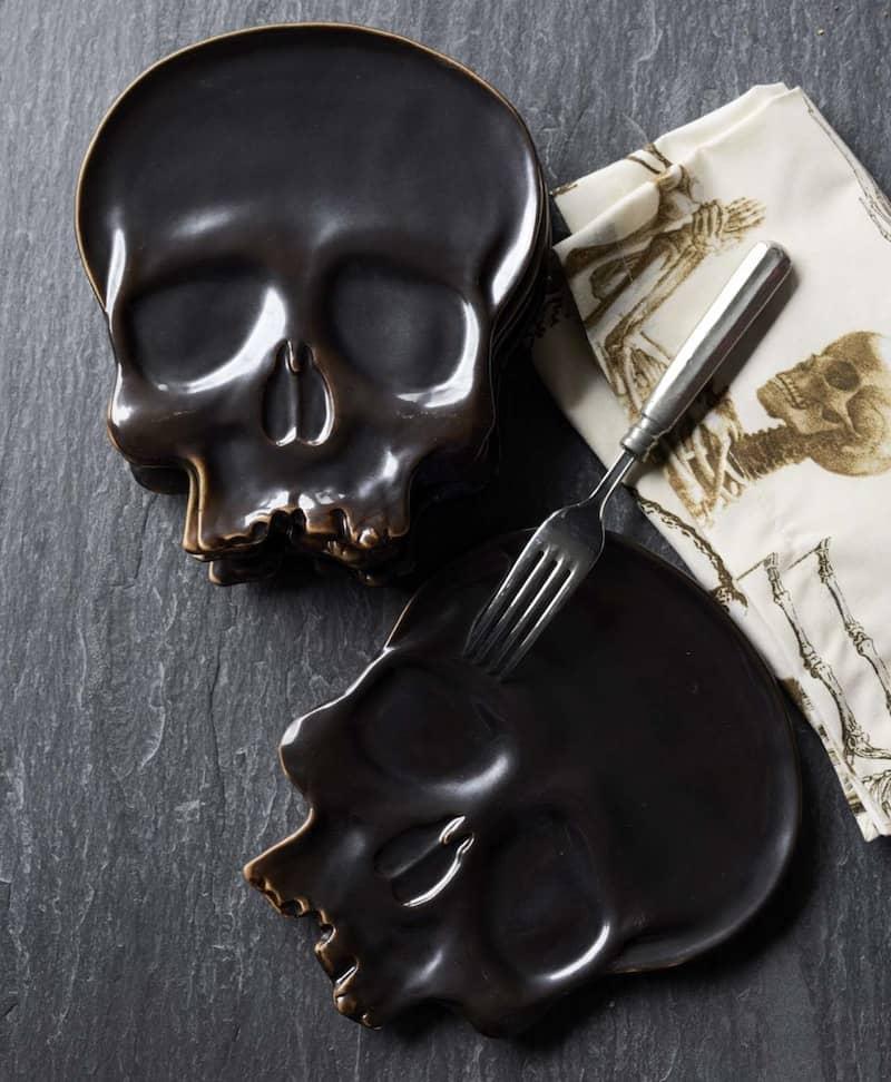 skull-shaped-plates