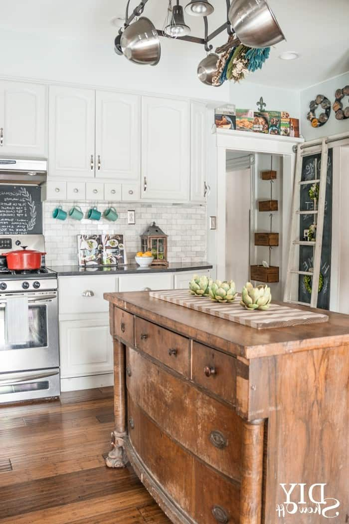 36 modern farmhouse kitchens that fuse two styles perfectly for Farm style kitchen decor