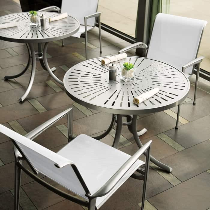 tropitone-veer-sling-chair-and-table