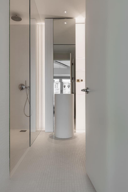 Ultra minmalist bathroom