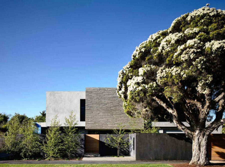 328 house in Wolseley Australia 900x667 Concrete House in Australia Opens Up to Its Own Yard