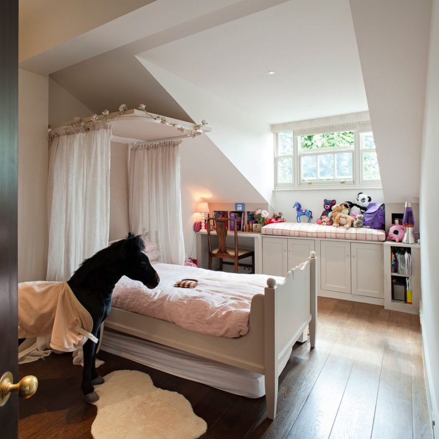View In Gallery Canopy Bed For Girl Room