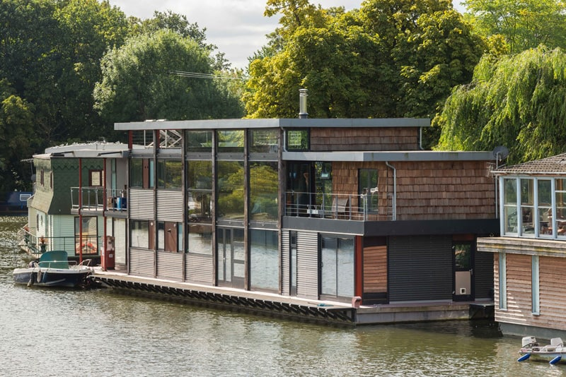 Contemporary houseboat by MAA Architects