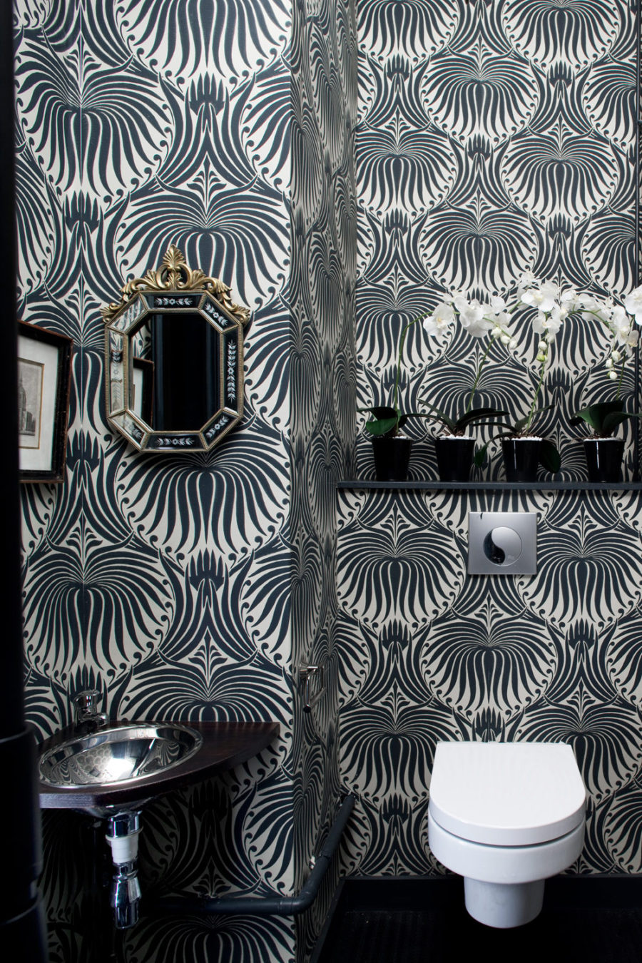 Dramatic powder room