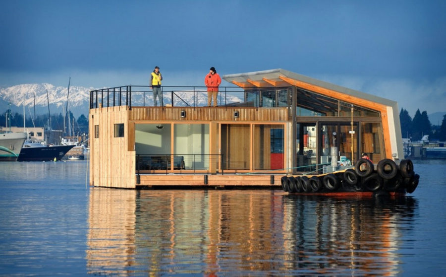 Floating house by Dyna Contracting,