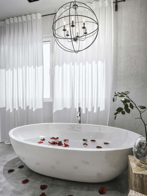 Freestanding spa bathtub