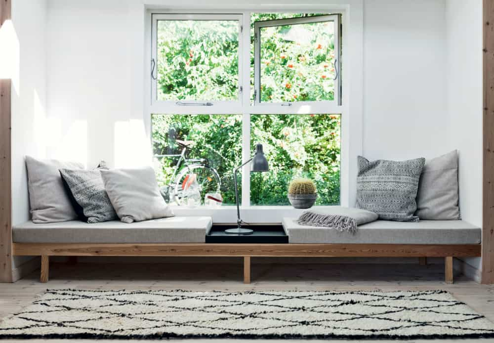 Low window daybed seat