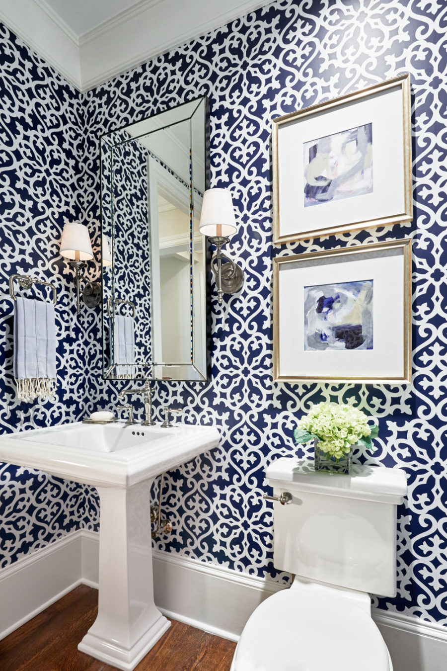 Patterned powder room design
