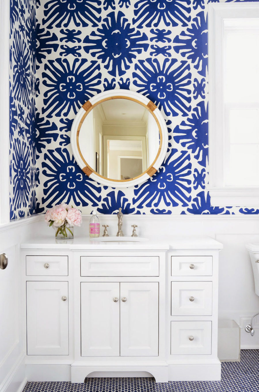 Patterner powder room