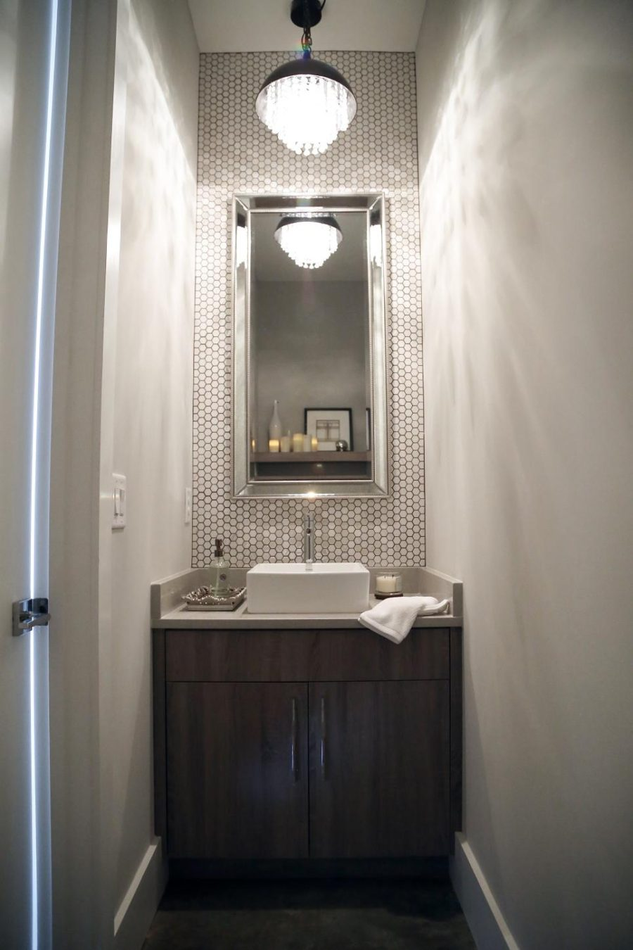 Powder room design by Souki Design Studio
