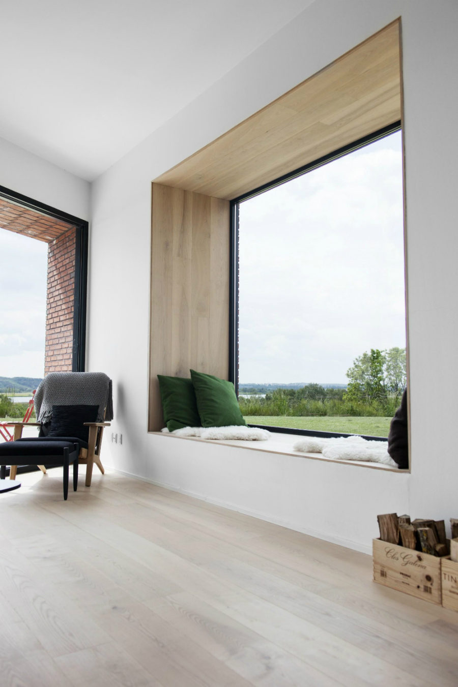 ... Randers Villa wide frame window seat