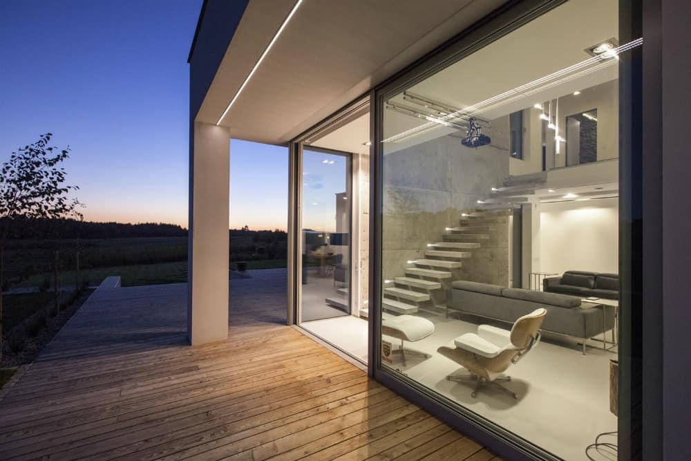 Retractable glass walls
