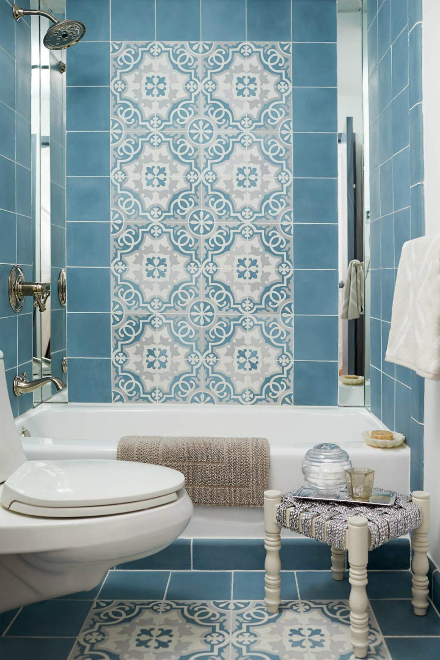 Small bathroom with Moroccan flair