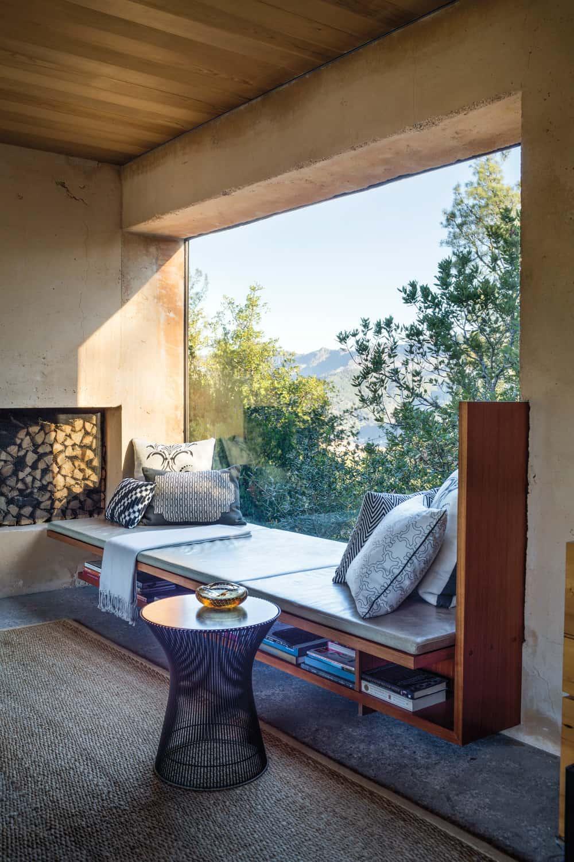 Storage-friendly window seat