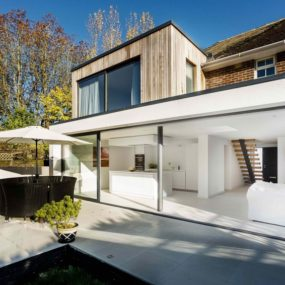 Adam Knibb Architects Created The Extension For An English Farmhouse In Crawley Using Modern Architectural Approach New Blocks Are More Open To