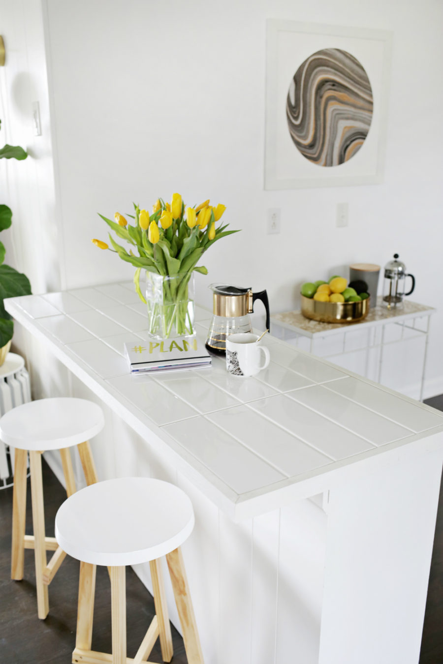 Tiled breakfast countertop