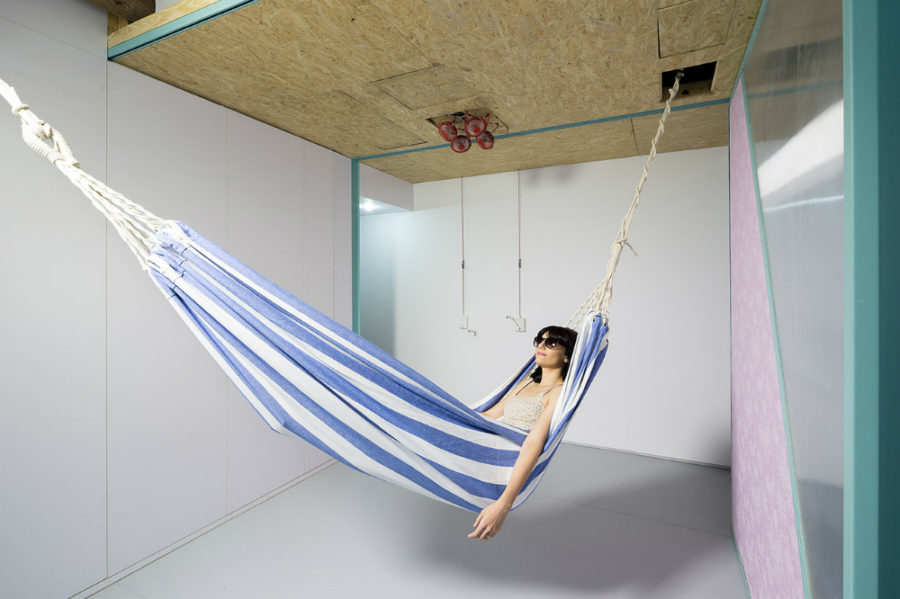 Apartment hammock 900x599 Indoor Hammock Ideas for Year Round Summer Atmosphere