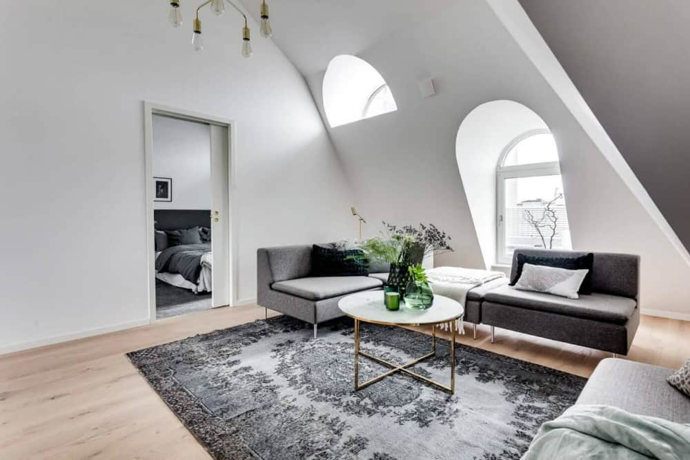 Attic dictates the interior architecture in the apartment