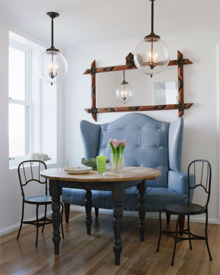 Breakfast area with a statement setee