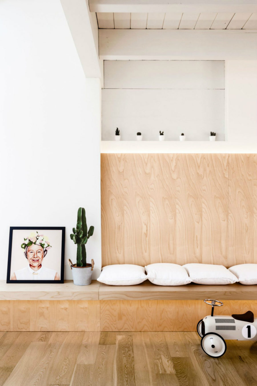 Built-in wall bench
