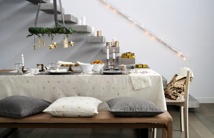 Christmas tablescape 900x581 Modern Christmas Decor Ideas are all Style and Chic