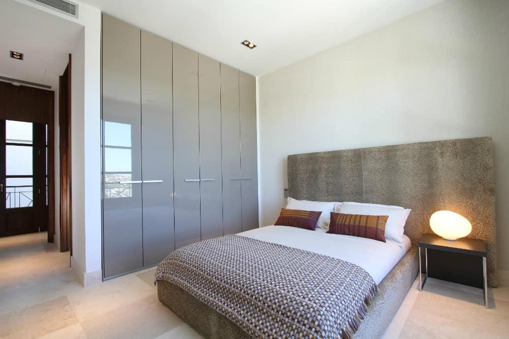 Contemporary built-in closet