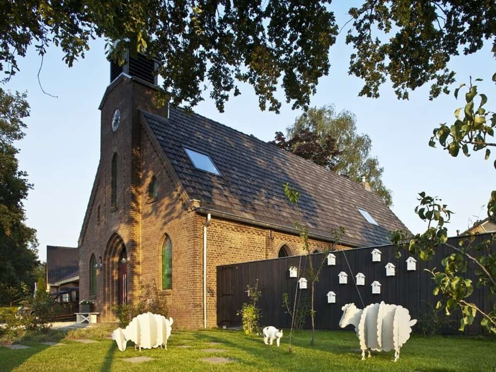 Contemporary church renovation by Leijh, Kappelhof, van den Dobbelsteen Architects