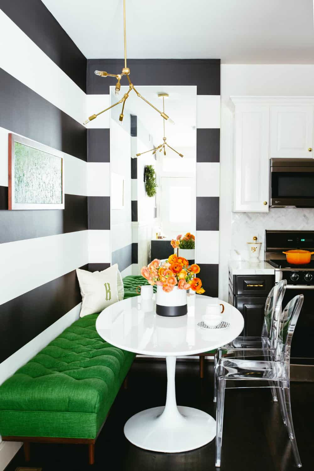 Fashionably bold breakfast area