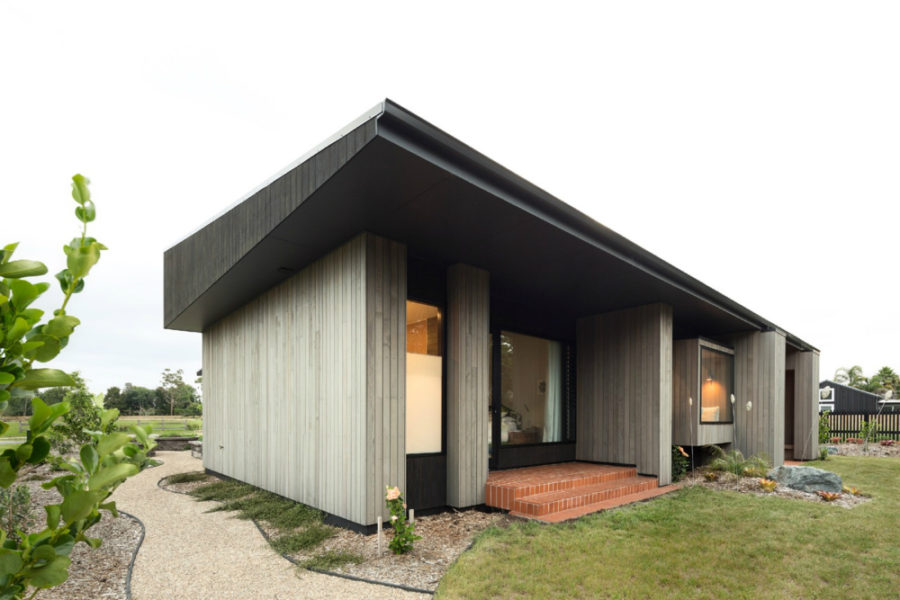 House Under Eaves 900x600 Contemporary House in New Zealand Combines Privacy with Openness