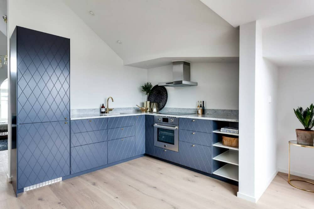 L-shaped kitchen layout provides with plenty of storage room