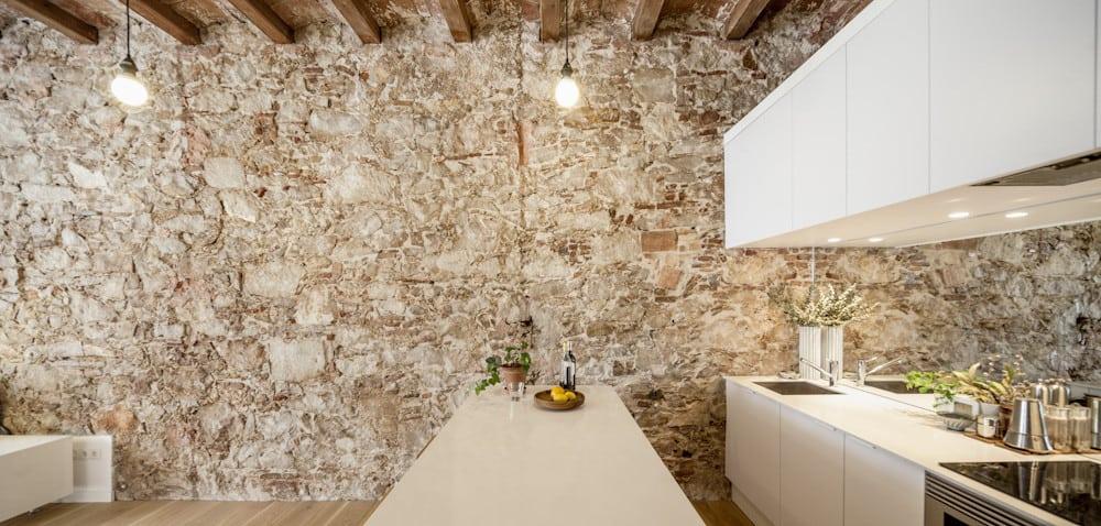 Les Corts apartment kitchen wall