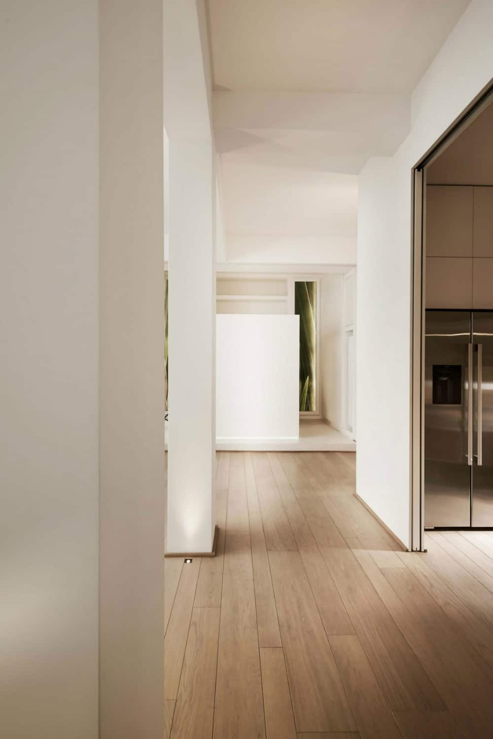 Light wooden floor planks come in different widths