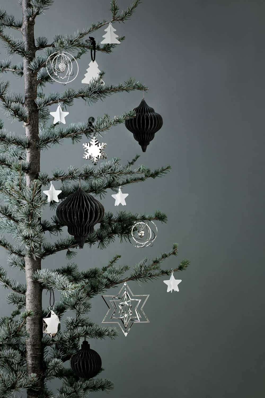Minimalist Christmas tree decorations
