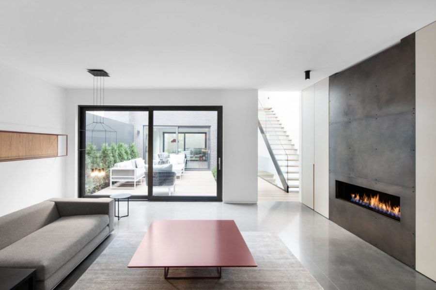 . A Minimalist Contemporary Home With Bold Accents