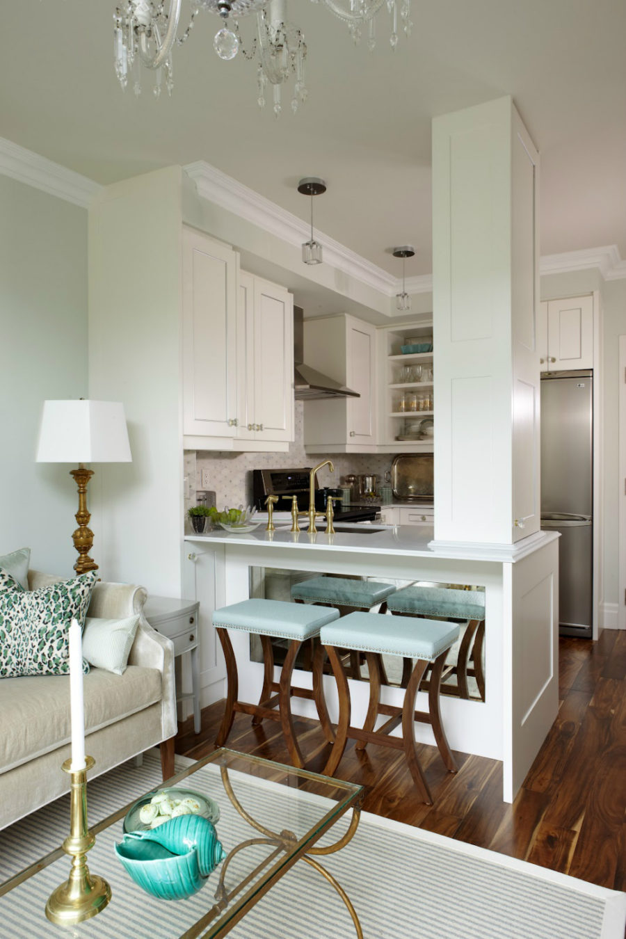 Kitchen peninsula designs that make cook rooms look amazing for Gorgeous small kitchens