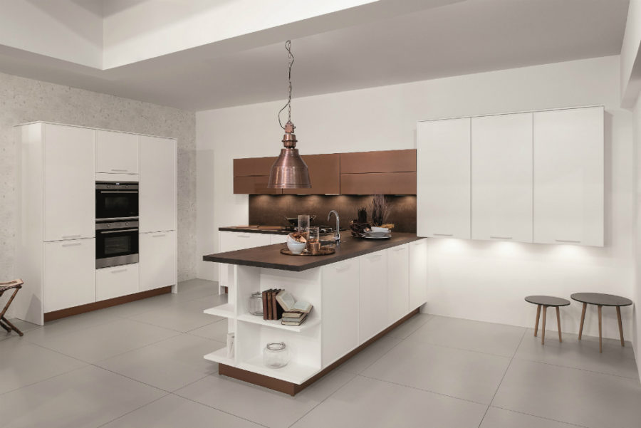 Rortpunkt kitchen in white and bronze