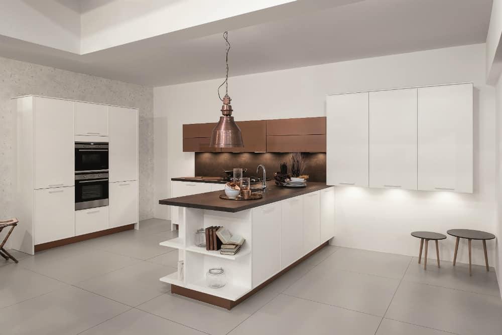 Rortpunkt kitchen in white and bronze