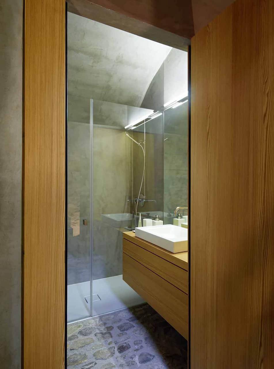 Scaiano Stone House bathroom