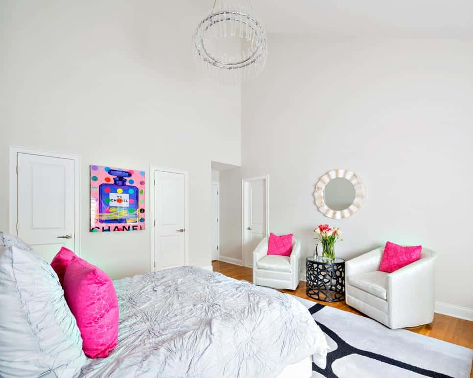Spacious girl's room by Claire Paquin