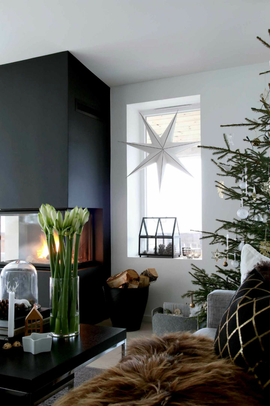 Stylish contemporary holiday decor