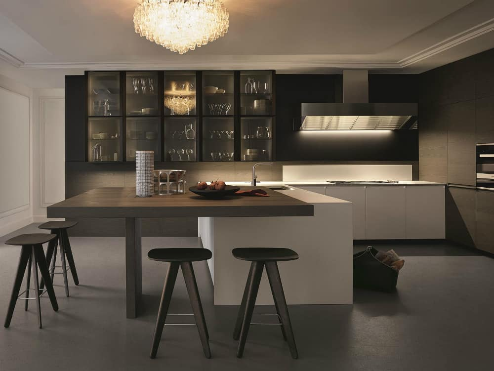 TRAIL kitchen with a dining table peninsula