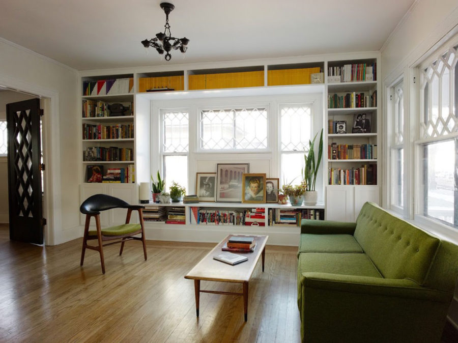 Window built-in bookshelves