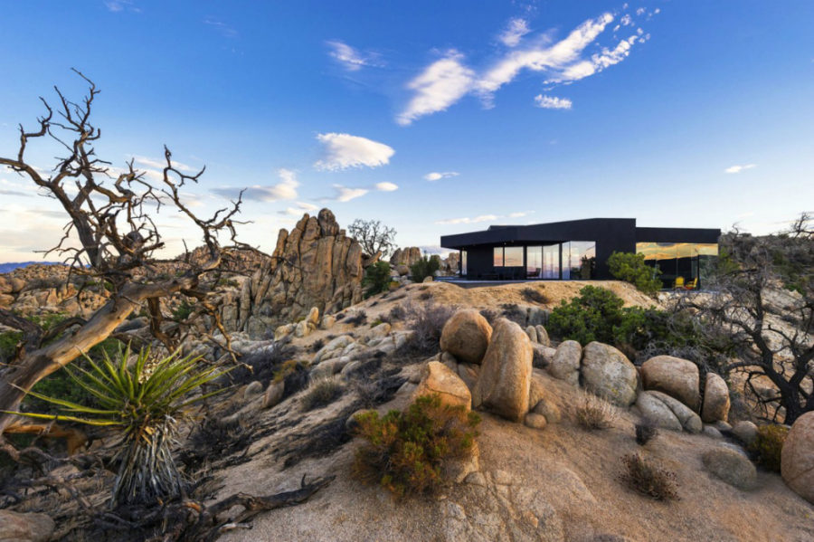 Yucca Valley House 3 by Oller Pejic Architecture 900x599 24 Desert Houses That Are Real Life Oases