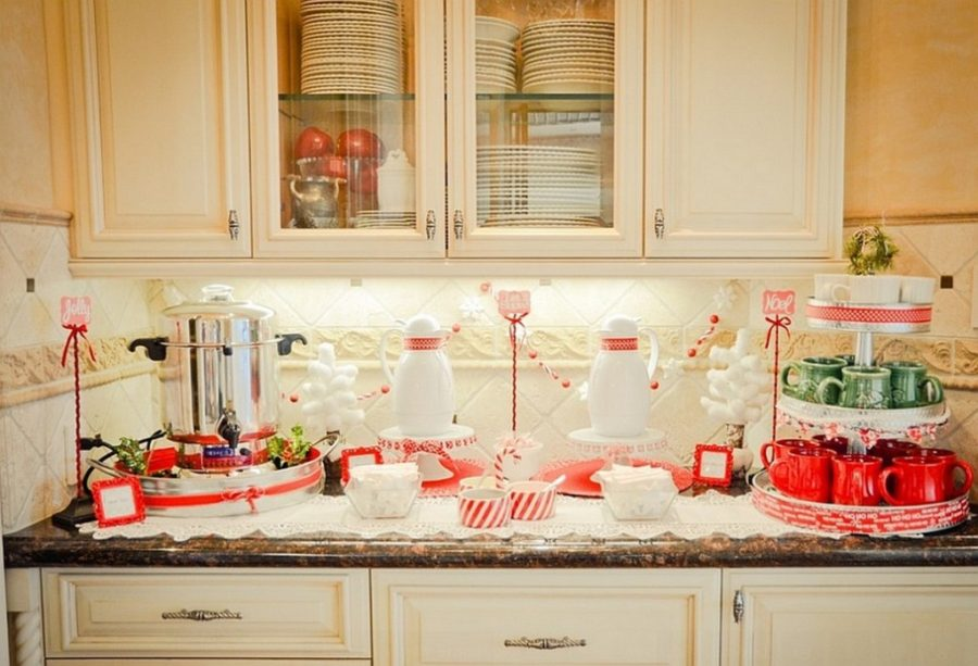 DIY Self Serve Hot Cocoa Bar With Christmas Mugs