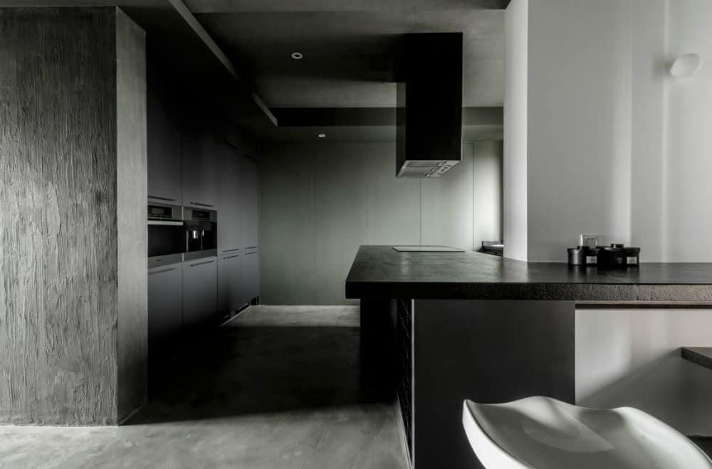 A dark kitchen comes in minimalist style