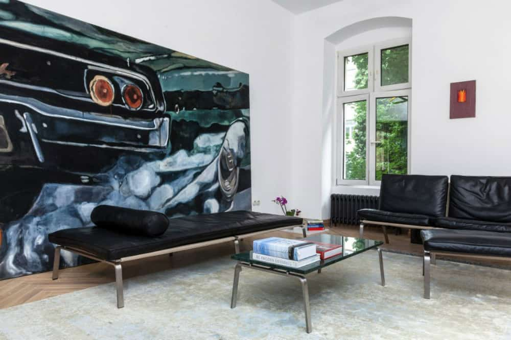 A low daybed acts as a sofa in the living room