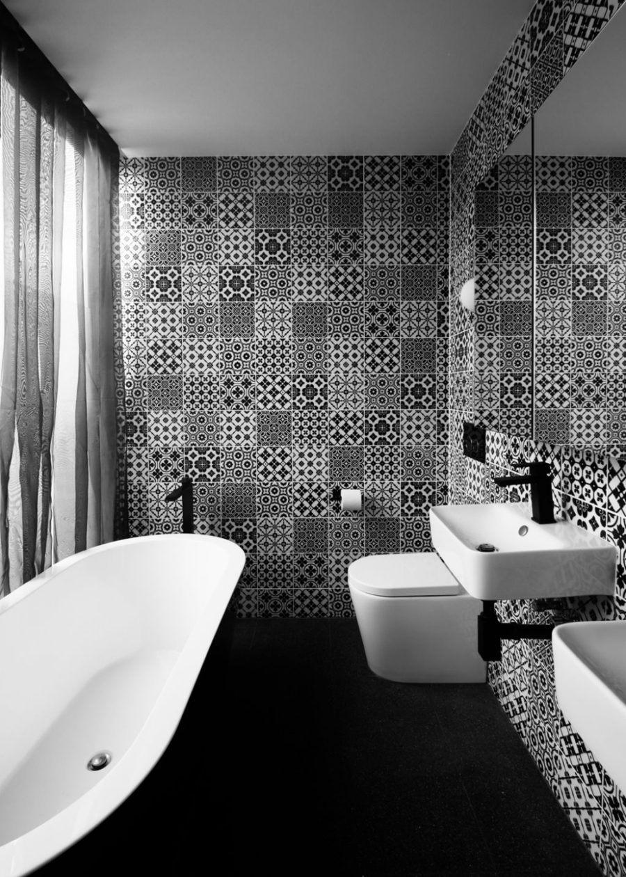 Black and white bathroom full of patterns
