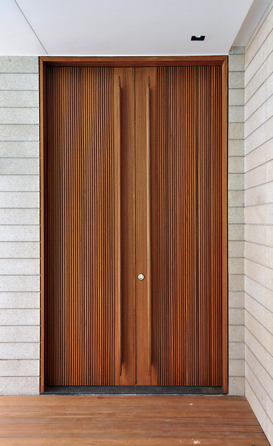 front door handles. Modren Front View In Gallery C2 Holland Park By K2LD Architects 900x1466 Trend Alert  Oversized Front Door Handles To T